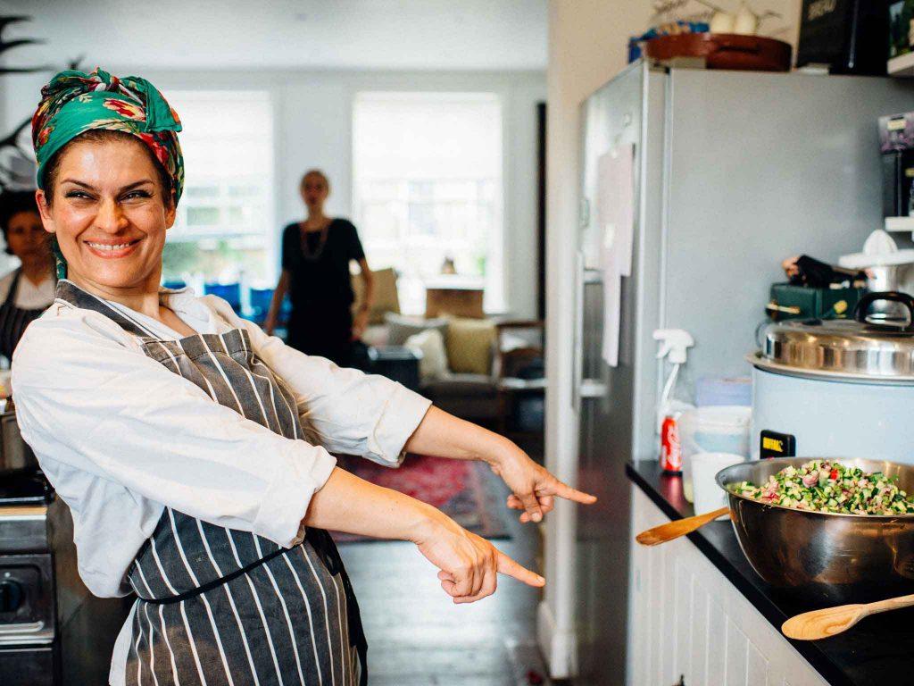 Mazi Mas restaurante sostenible de mujeres refugiadas en Londres | Mazi Mas proyecto de restauración de mujeres refugiadas
